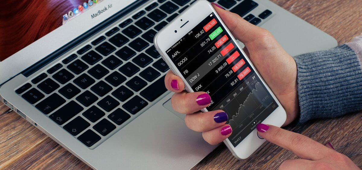 woman playing with the stock market on her phone